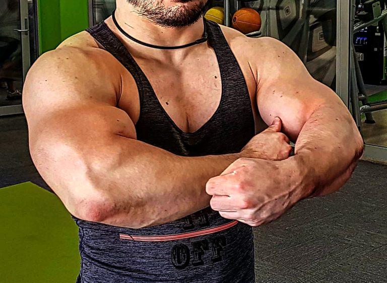 上腕 のサイズアップに悩んでいるなら 高レップ (20 RM)トレーニングを取り入れてみよう