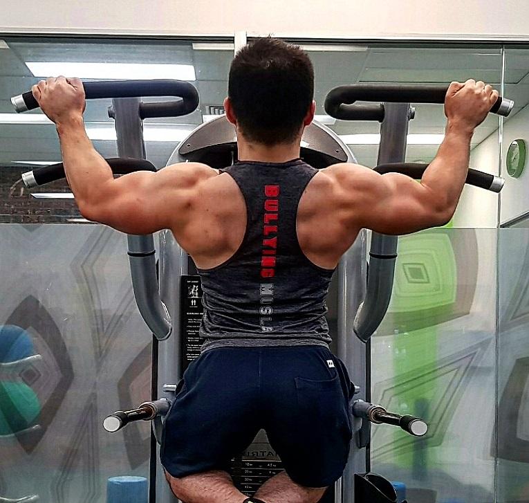 広背筋 と僧帽筋を科学的アプローチで最も効率的に鍛え上げる筋トレ方法および種目
