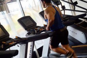 【減量】空腹時の 有酸素運動 は脂肪燃焼に効果があるのか、それとも筋肉を減らすのか